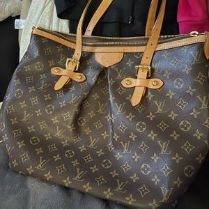 Great condition LV bag (not sure if it's real)